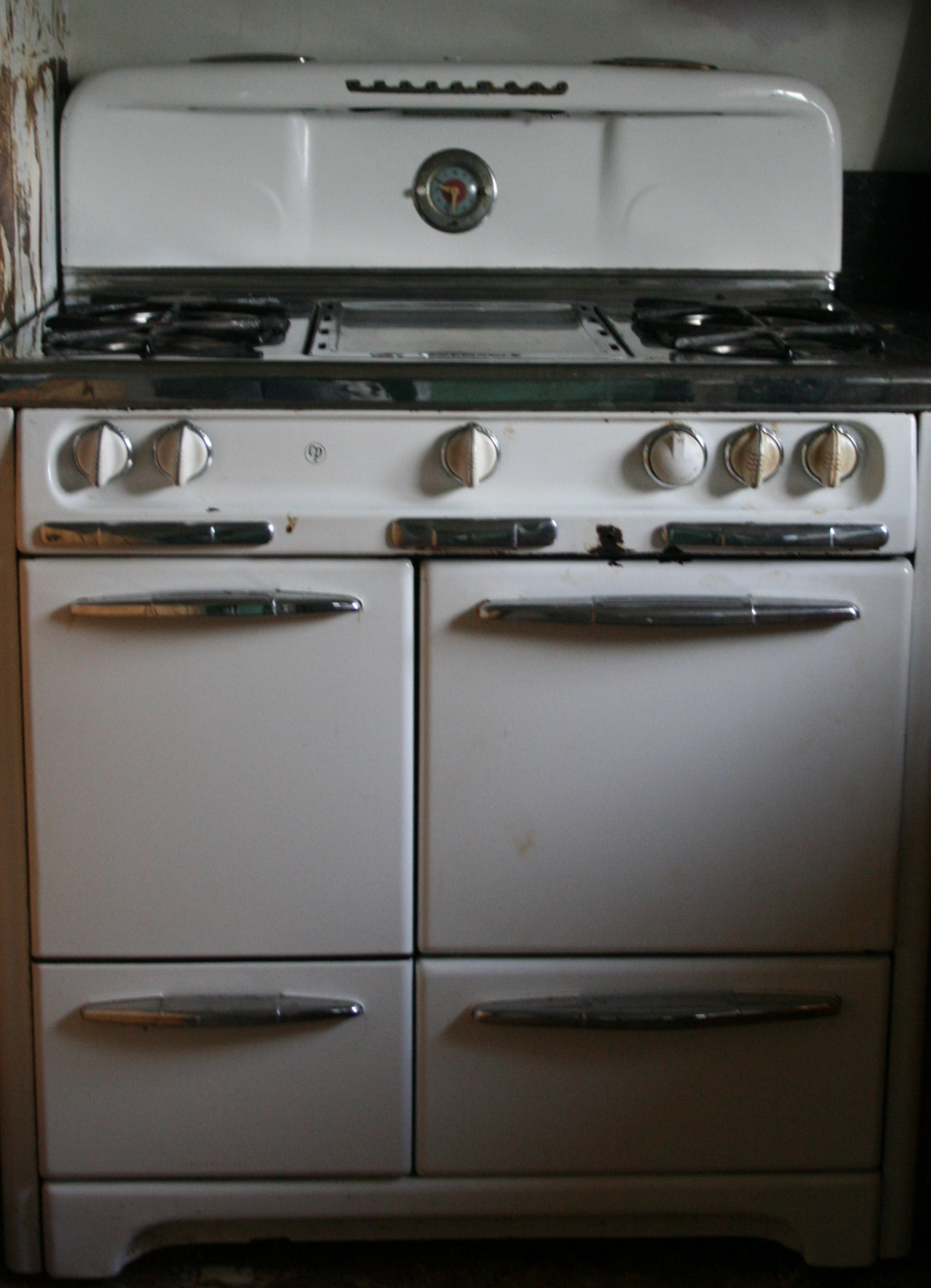 how to pull out gas stove to clean